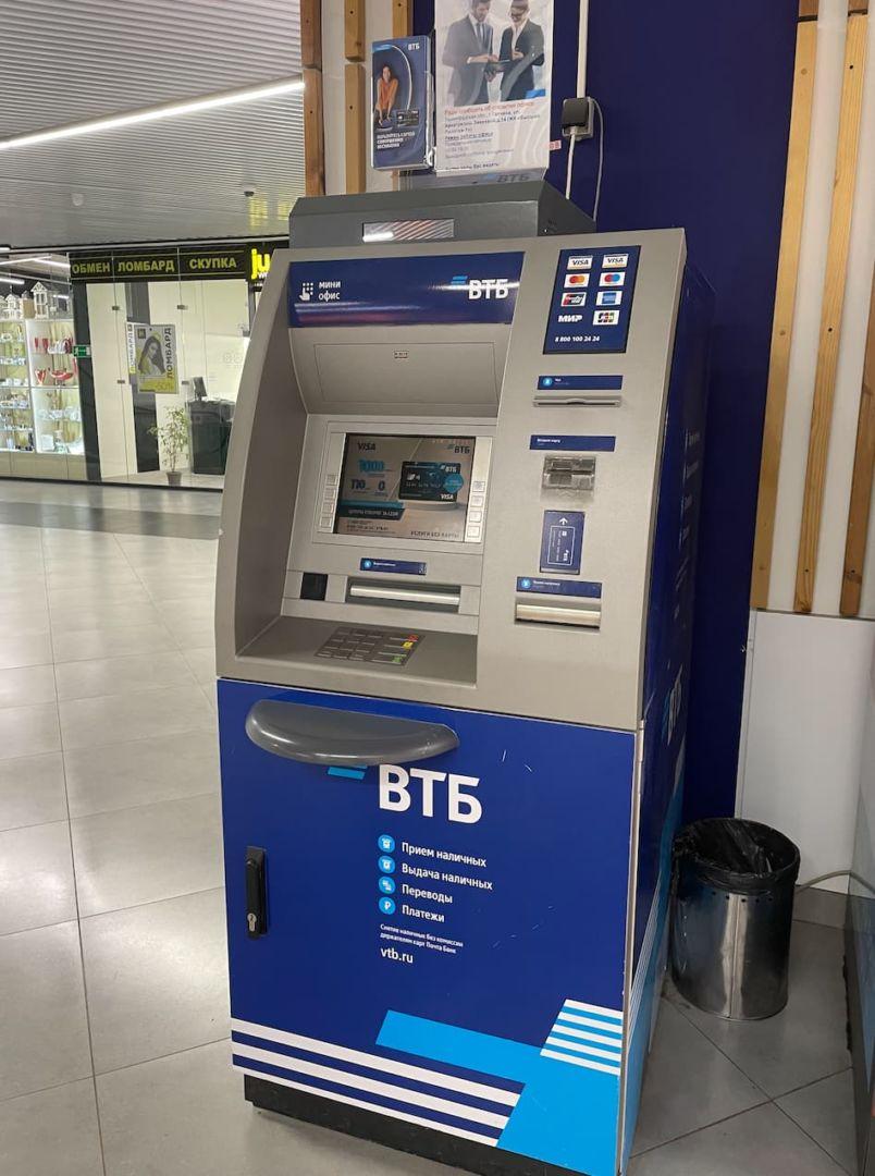Банкомат банка ВТБ в Гатчине в ТРК Пилот